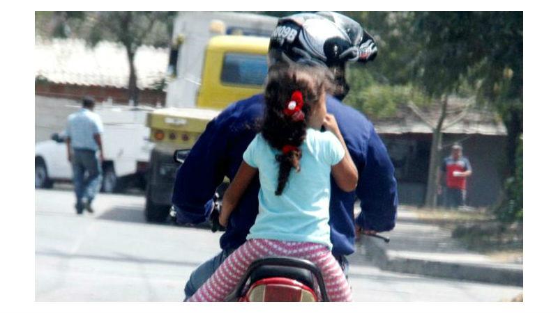 el juez de faltas martn brignoli determin que un hombre que circulaba en una moto con dos menores de y aos sufra la retencin de la licencia por