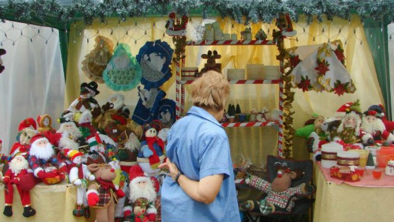 El informante feria de artesan as navide as en la plaza for Artesanias navidenas